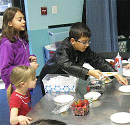 Celebree-Learning-Centers-Eldersburg-Children-Make-Pancakes-5
