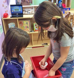 Poto - Children learn the jobs performed in the dentist's office